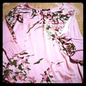 Stylish and comfortable blouse!